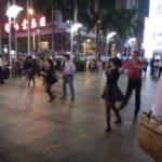 踊る中国人